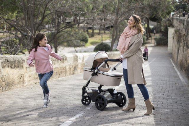 Por qué los padres dejan a sus bebés en los cochecitos en la